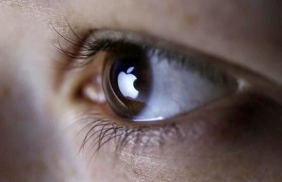 apple logo reflection in eyes.jpg