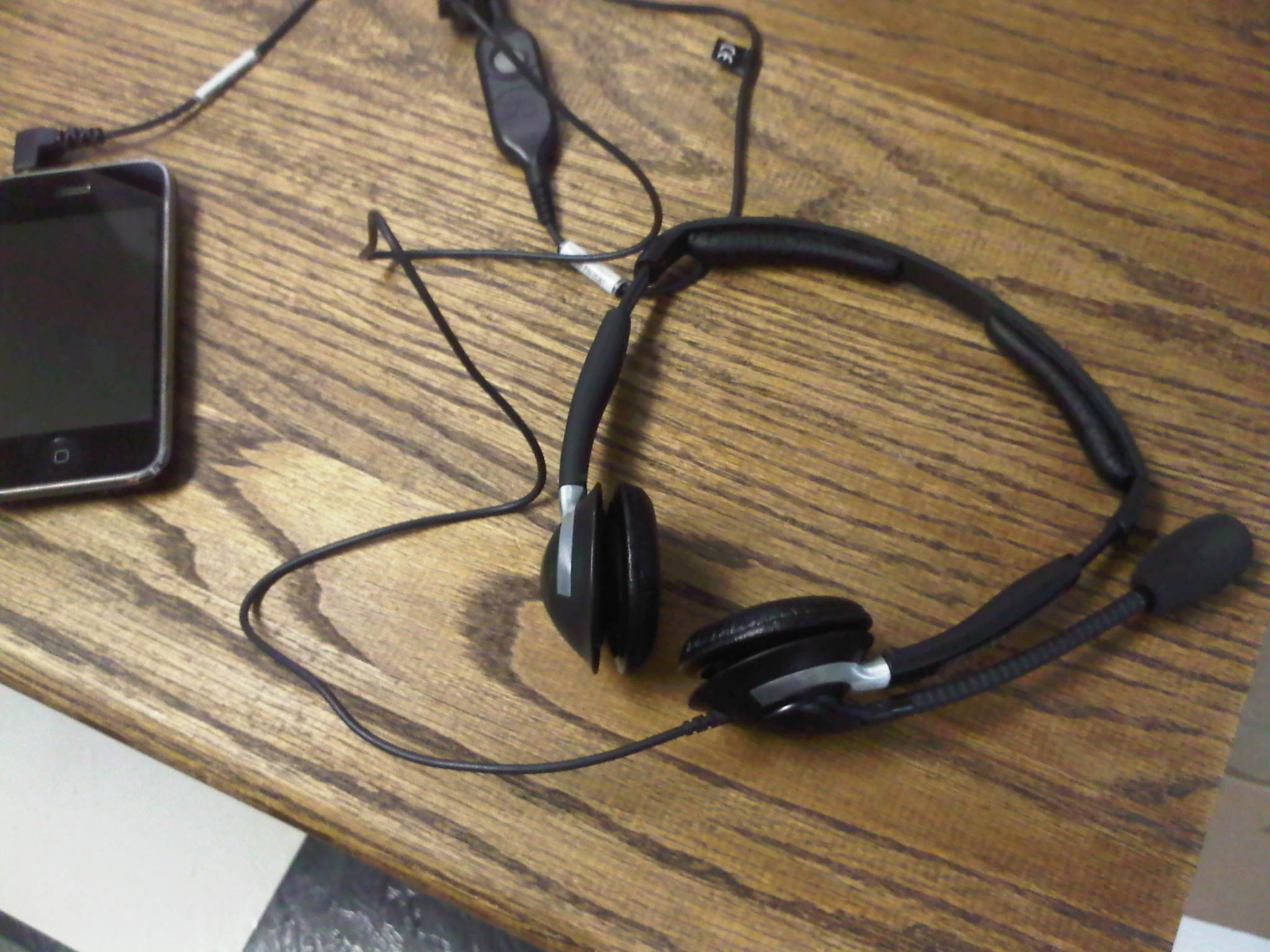 using standard telephone wired headset plantronics or similar img00014 20100506 0703 jpg