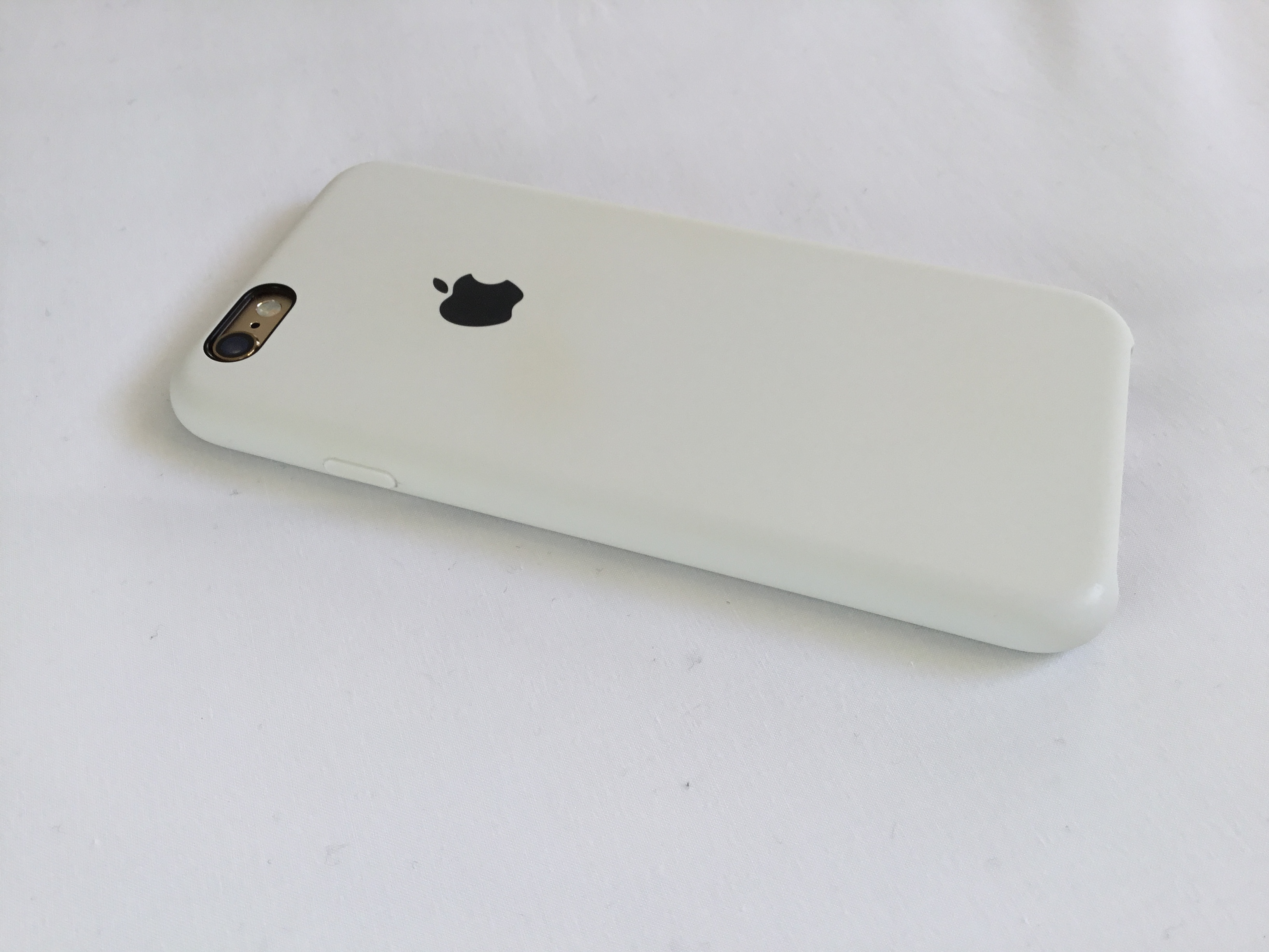 meet 1c284 e75df Apple White Silicone Case - How well does it wear over time ...