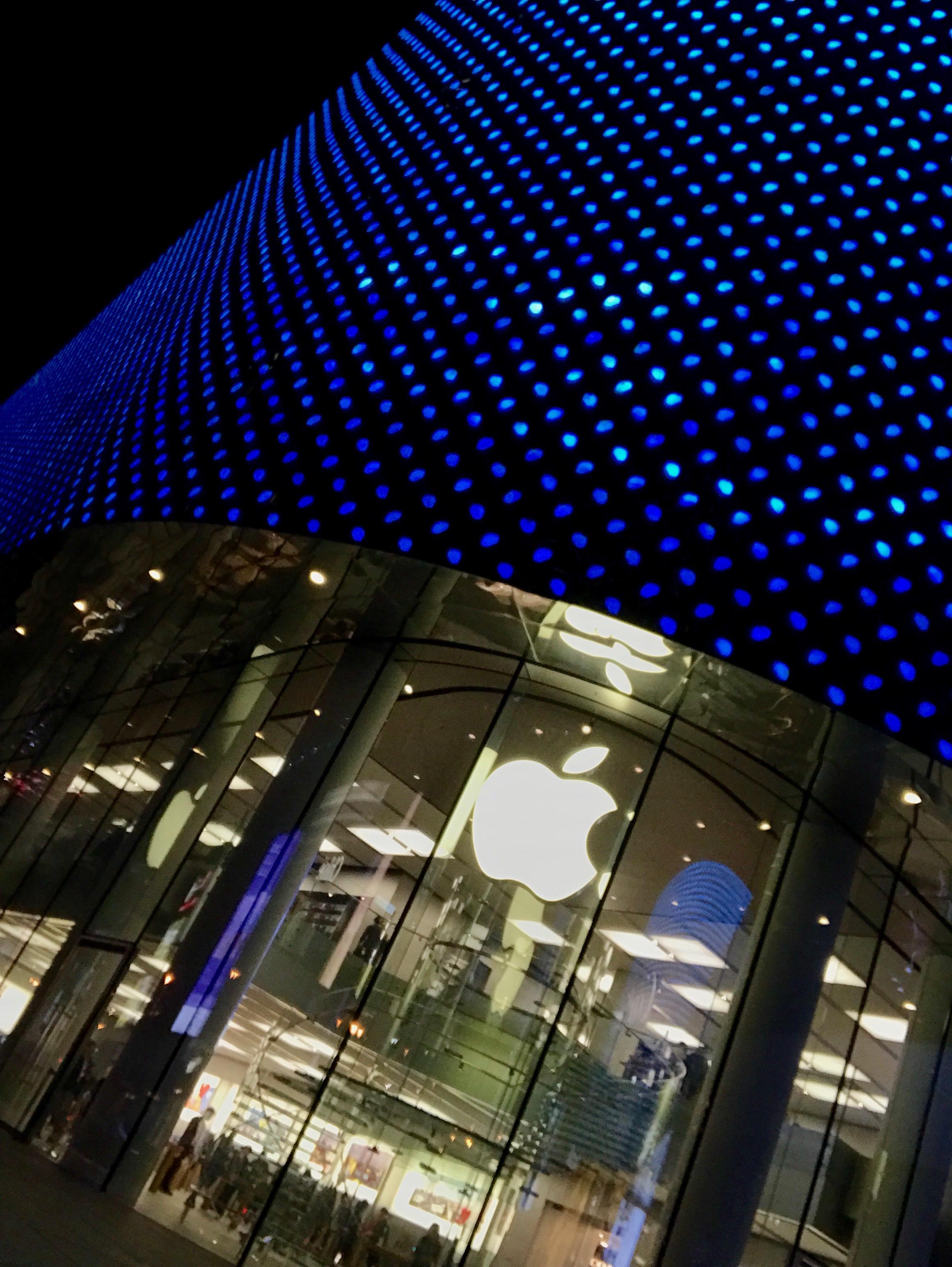 Apple Store Hong Kong Plaza damaged my MacBook Pro