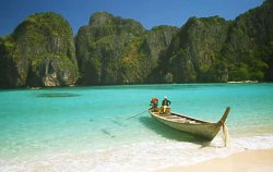Boat_at_Maya_Bay_-_Koh_Phi_Phi_Don.jpg