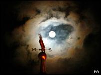 _41127368_moon203.jpg