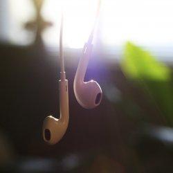 music_earpods_iPad.jpg