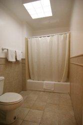 bathroom_MG_0384_1.jpg