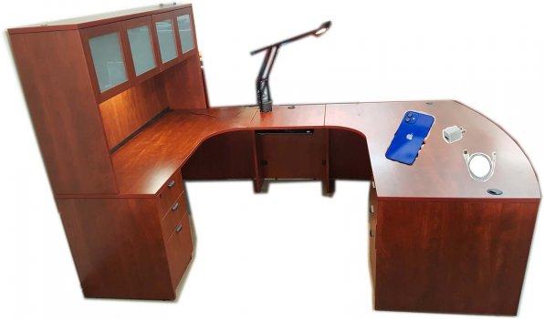 crap desk.jpg